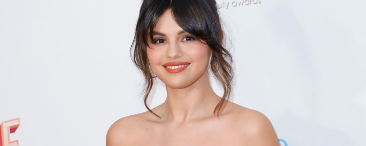 Selena Gomez podczas 2020 Hollywood Beauty Awards w West Hollywood, Kalifornia
